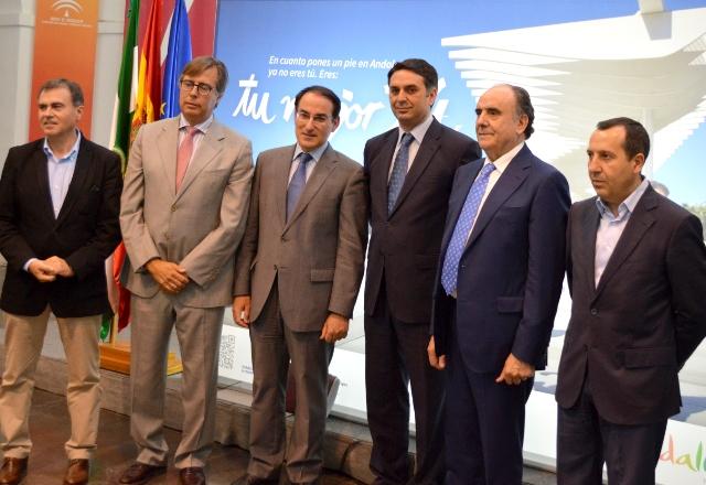 Los presidentes de FAHAT y del Consejo de Turismo de CEA acompañaron a Javier González de Lara en este encuentro