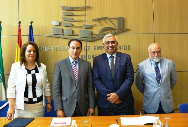 El Presidente de CEA y la directora gerente de la ADCA suscribieron el acuerdo en presencia del Consejero de Economía y Conocimiento