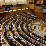 El Senado insta al Gobierno a impulsar la jornada laboral hasta las 18:00 y cambiar el huso horario.