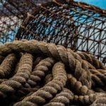 Patronal y sindicatos abordan un plan de sensibilización sobre riesgos laborales en la pesca.