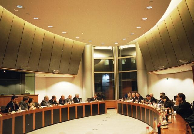 18 de febrero de 2001.-ElComité Ejecutivo de CEArealizódel 18 y el 22 de febrerode 2001 unviaje a Bruselas,