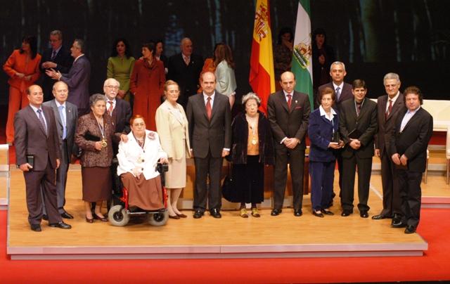 28 de febrero de 2005. Rafael Álvarez Colunga, que fue presidente de CEA entre mayo de 1996 y febrero de 2002, recibió el 28 de febrero de 2005 la Medalla de Andalucía, otorgada por la Junta de Andalucía
